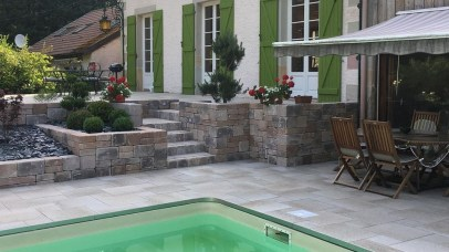 Aménagement extérieur avec piscine