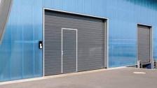 Portes_sectionelles_industrielles_facade_bleu