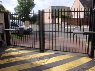 portail battant barreaudé