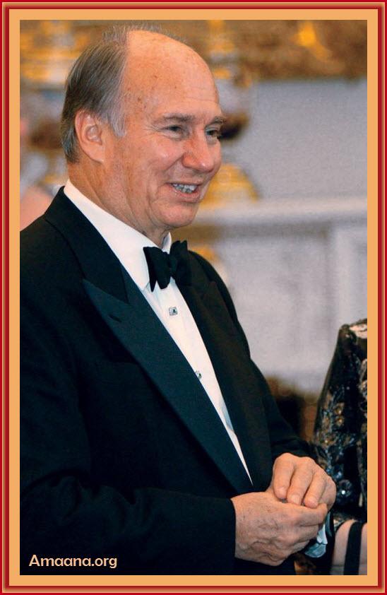 Queen Elizabeth II hosts a dinner at Buckingham Palace to mark the Golden Jubilee of Prince Karim Aga Khan IV, July 7, 2008