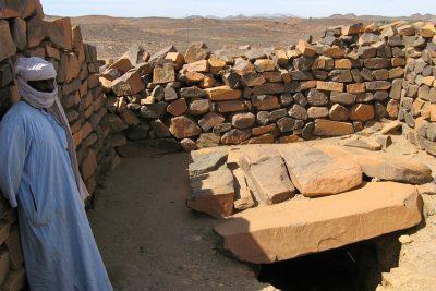 مقبرة تين هينان لا تزال موجودة