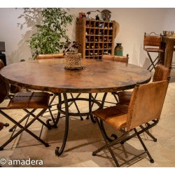 grande table ronde en cuivre et fer