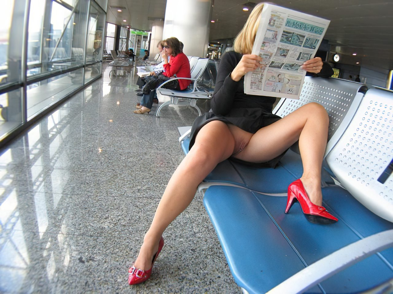 Mulher Sem Calcinha no Aeroporto