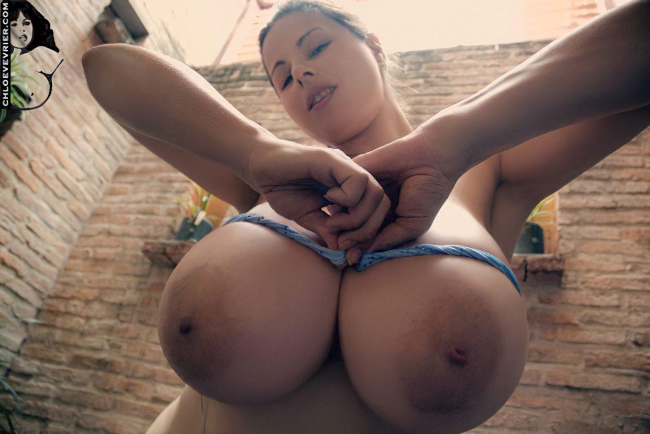 Mulher com Peitos Grandes (1)