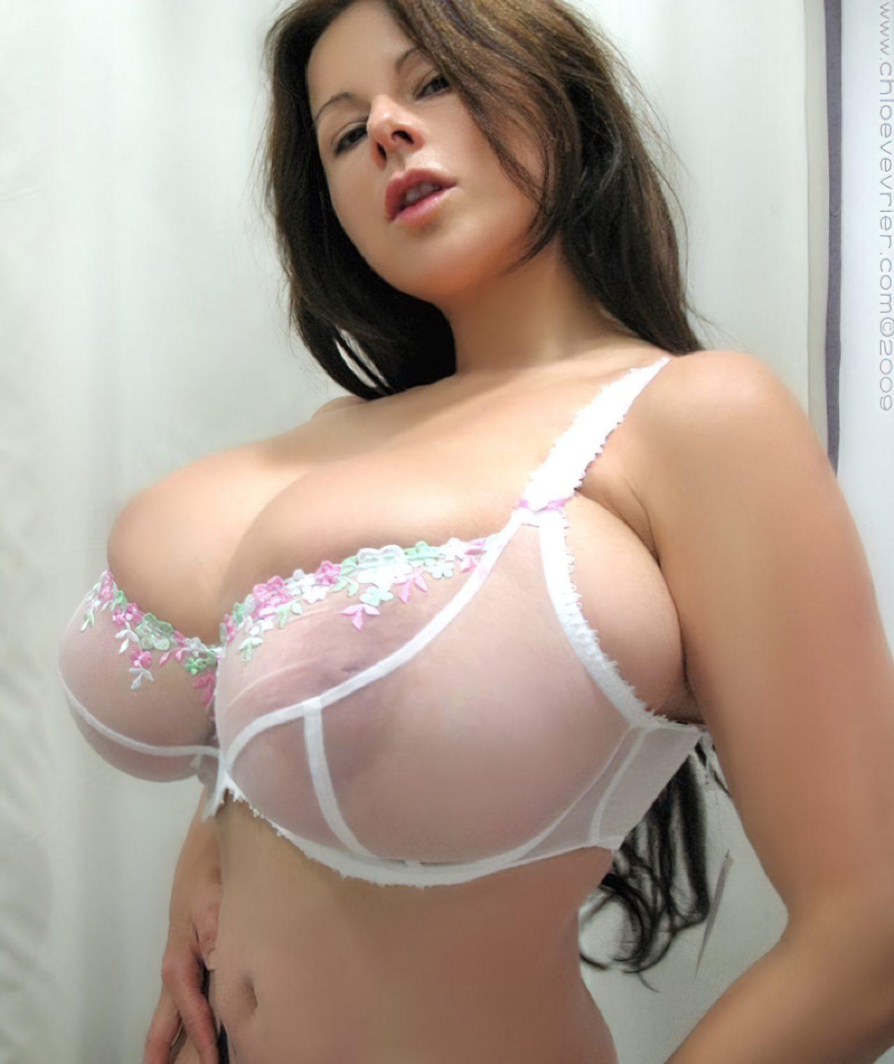 Chloe Vevrier Peitos Grandes (7)