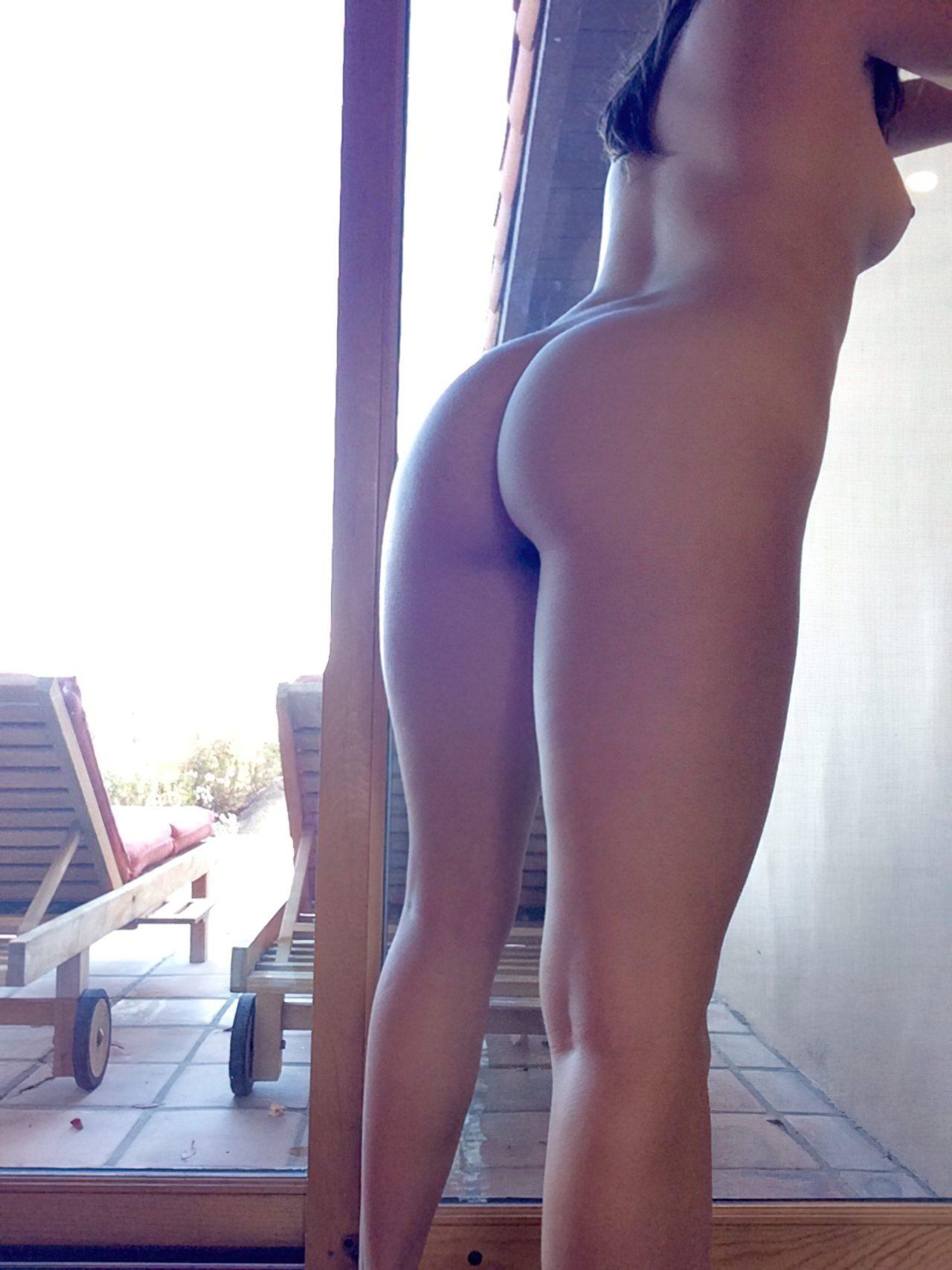 Mulher Elegante Tirando Calcinha (9)