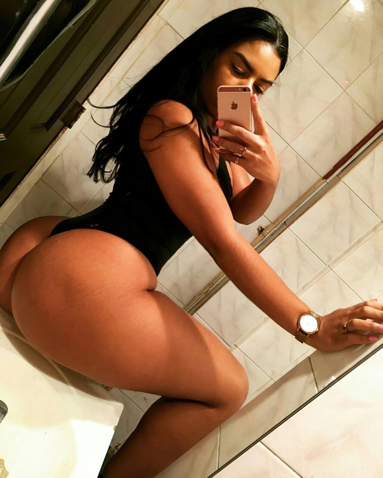 Gostosa Tirando Foto Banheiro