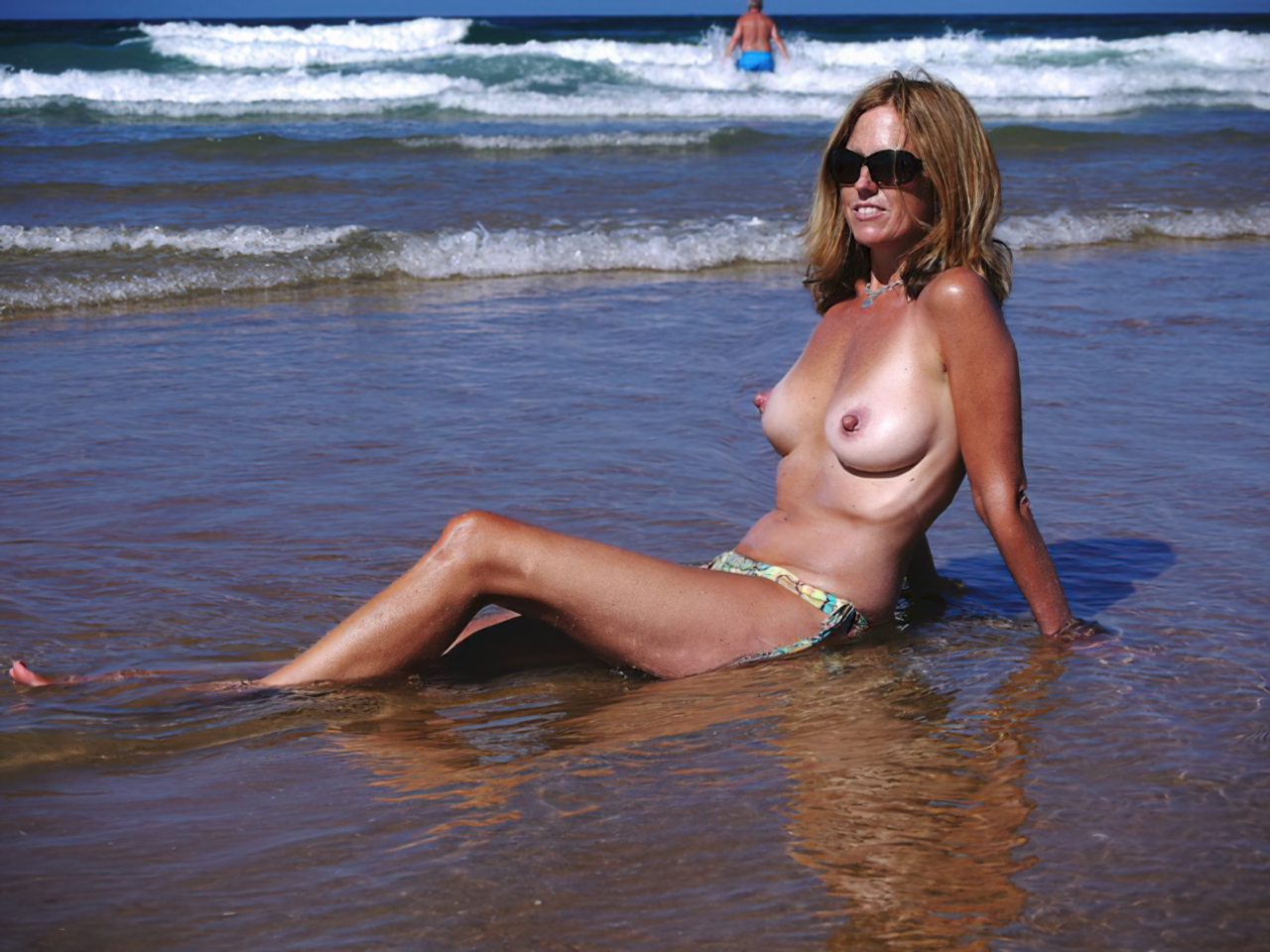 Madura Topless Praia (7)