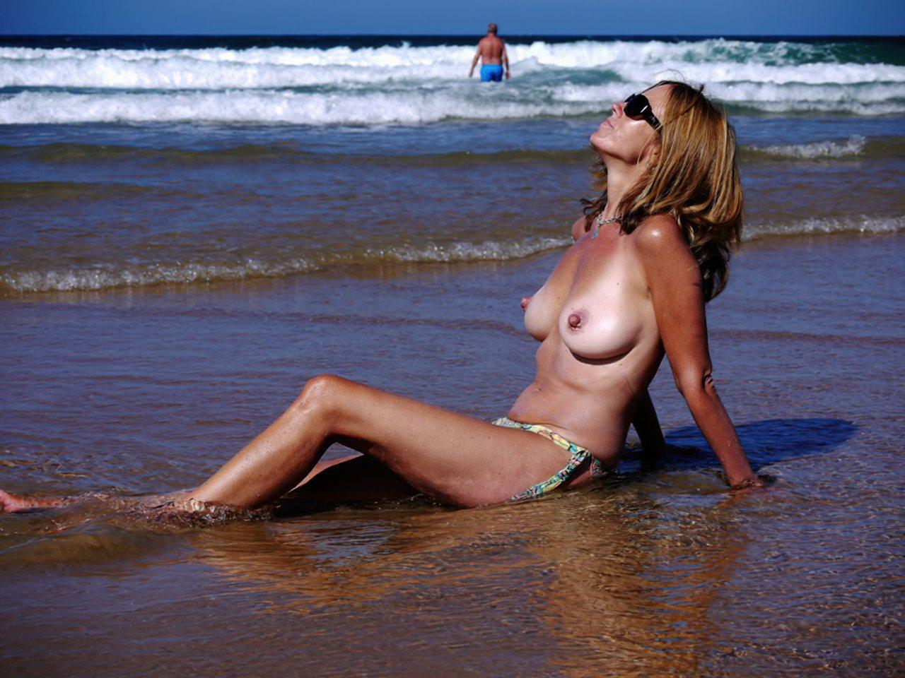 Madura Topless Praia (9)