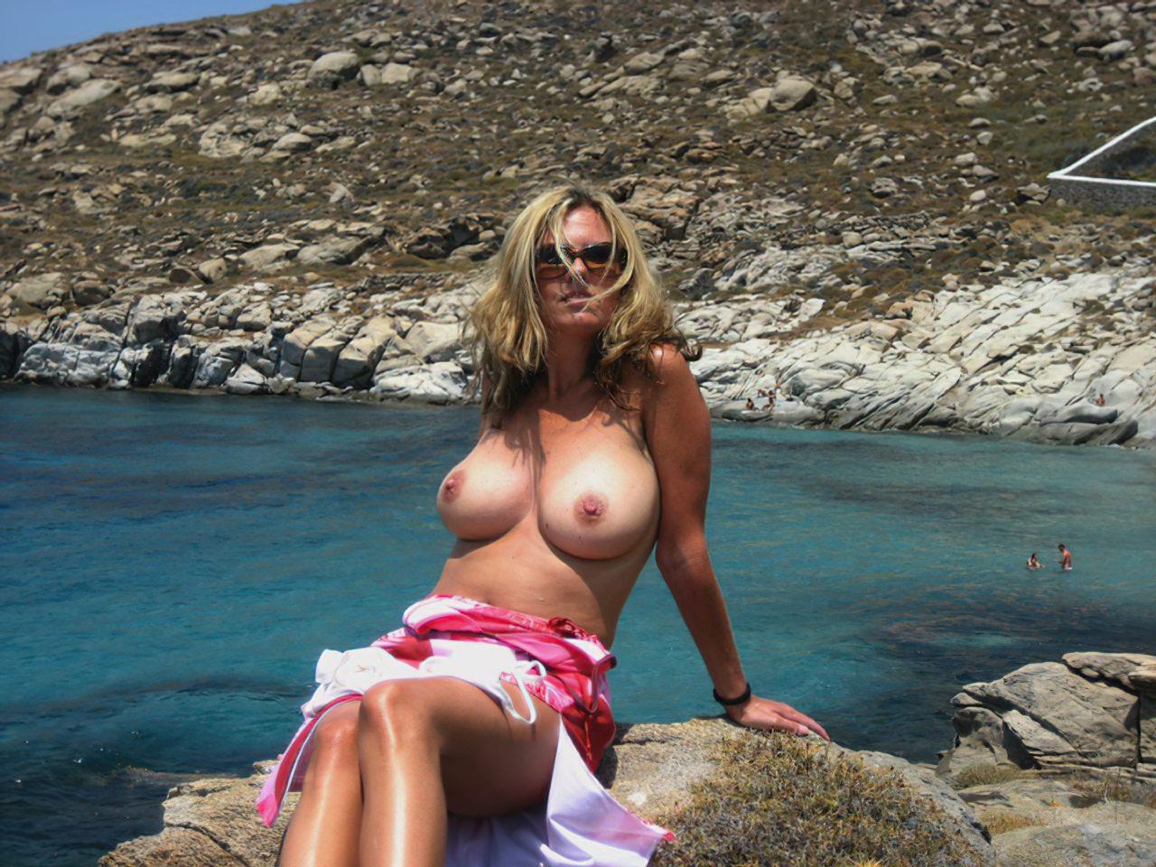Madura Topless Praia (10)