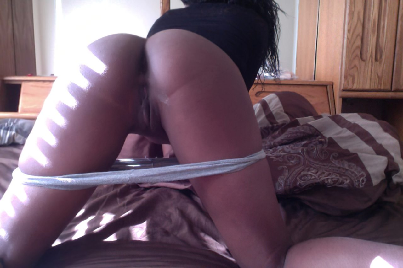 Africana Novinha Tirando Roupa (9)
