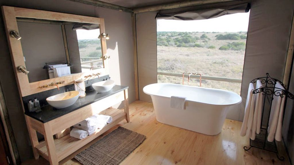 Hlosi Game Lodge En Suite