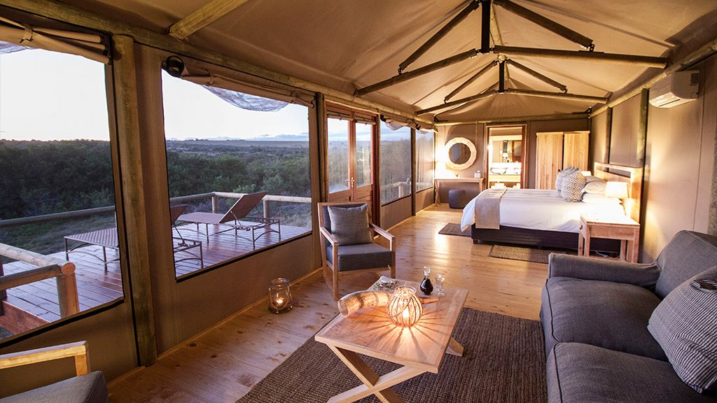 Hlosi Game Lodge Luxury Suite