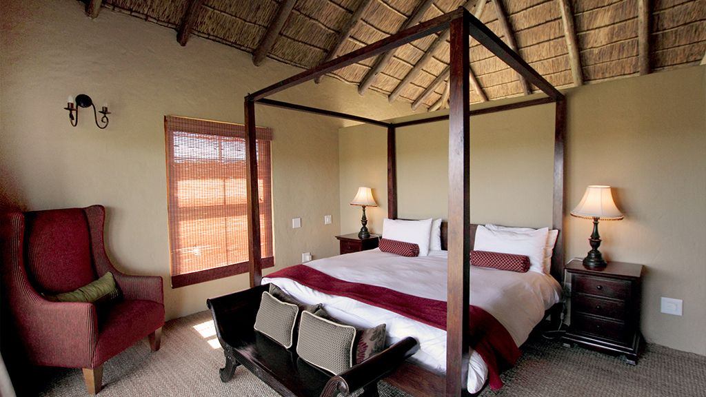 Hlosi Game Lodge Suite