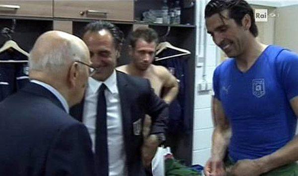 euro2012-italia-buffon-napolitano-maglia