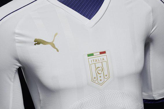 8beb2faa6 Il corpo della maglia presenta invece una grafica jacquard che deriva dal  design dello scudetto Figc, rendendone l'immagine fresca ed energica, ...
