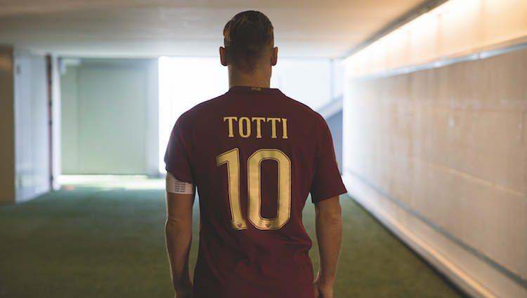maglia-roma-derby-2016-totti