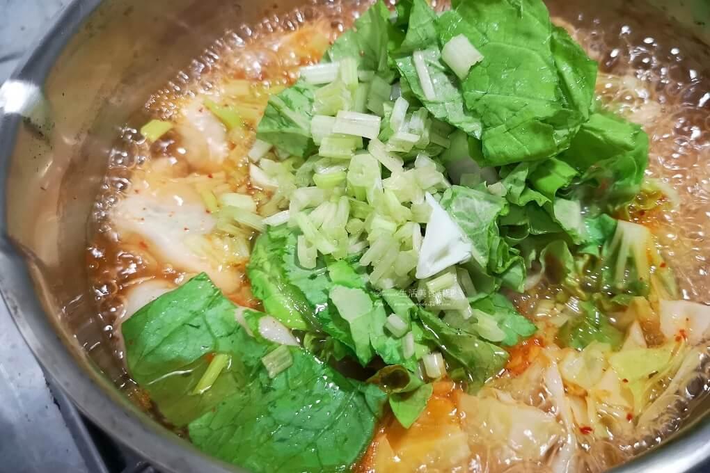 泡菜湯,泡菜湯餃,泡菜餃,泡菜餃子湯,湯餃,湯餃作法,湯餃料理,蔬菜湯餃