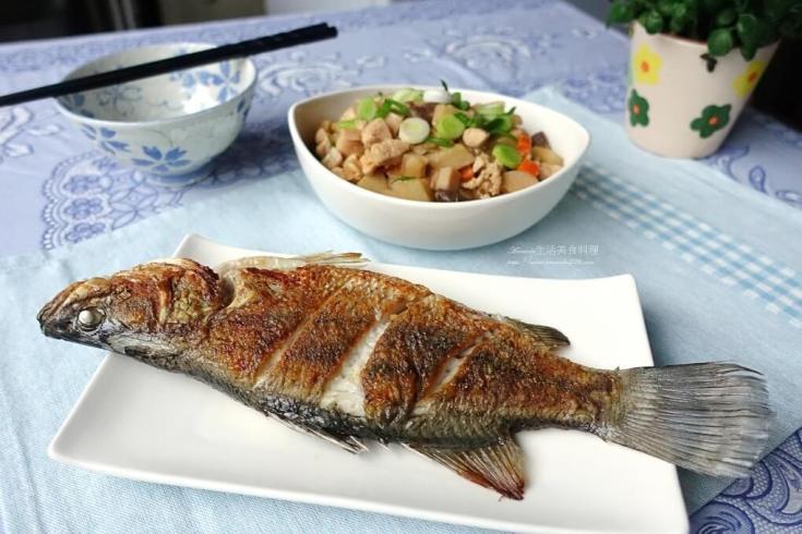 不沾鍋,乾煎魚,油煎,煎蛋,煎魚不掉魚皮,煎魚不沾鍋,豆腐,鑄鐵鍋 @Amanda生活美食料理