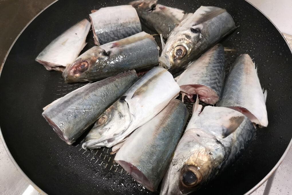 竹筴魚,紅燒魚,蔭鳳梨,醃漬鳳梨,醬鳳梨,鳳梨煮魚