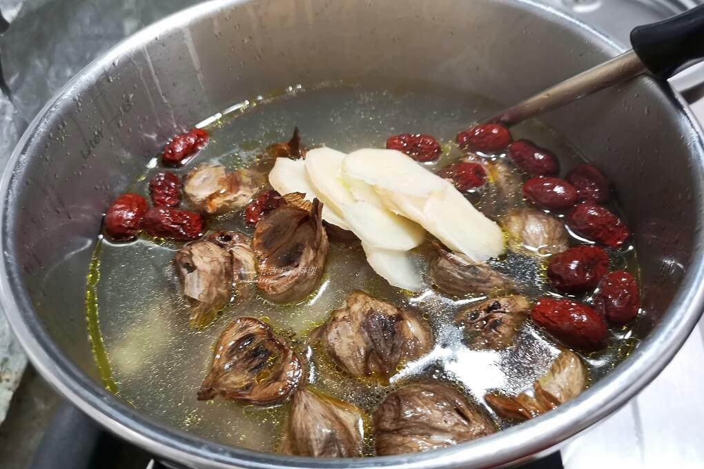 紅棗雞湯,雞湯,黑蒜雞湯,黑蒜頭