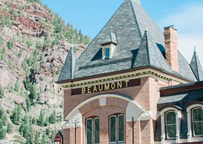 Beaumont Hotel wedding venue in Ouray Colorado | amanda.matilda.photography