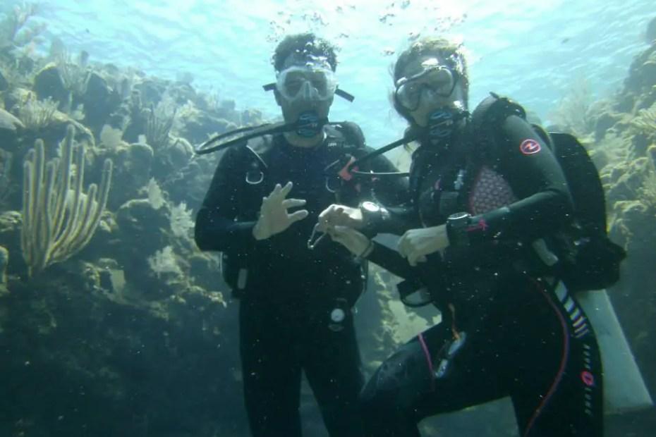 Amanda Walkins and Jonathan Clarkin scuba diving in Roatan