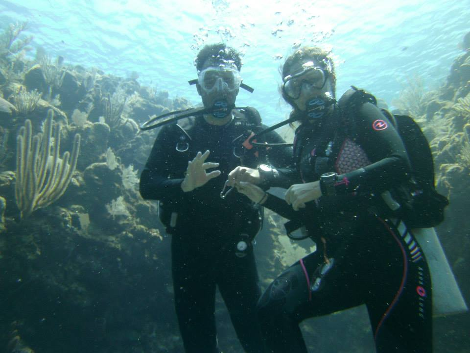 Amanda Walkins and Jonathan Clarkin scuba diving in Roatan