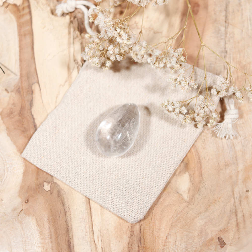 Œuf de yoni en cristal de roche, modèle moyen