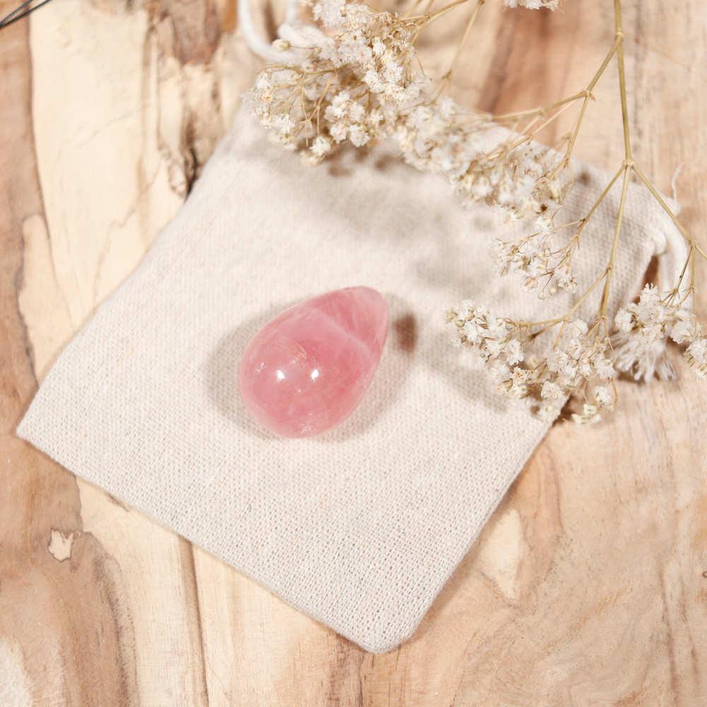 Œuf de yoni en quartz rose, modèle moyen