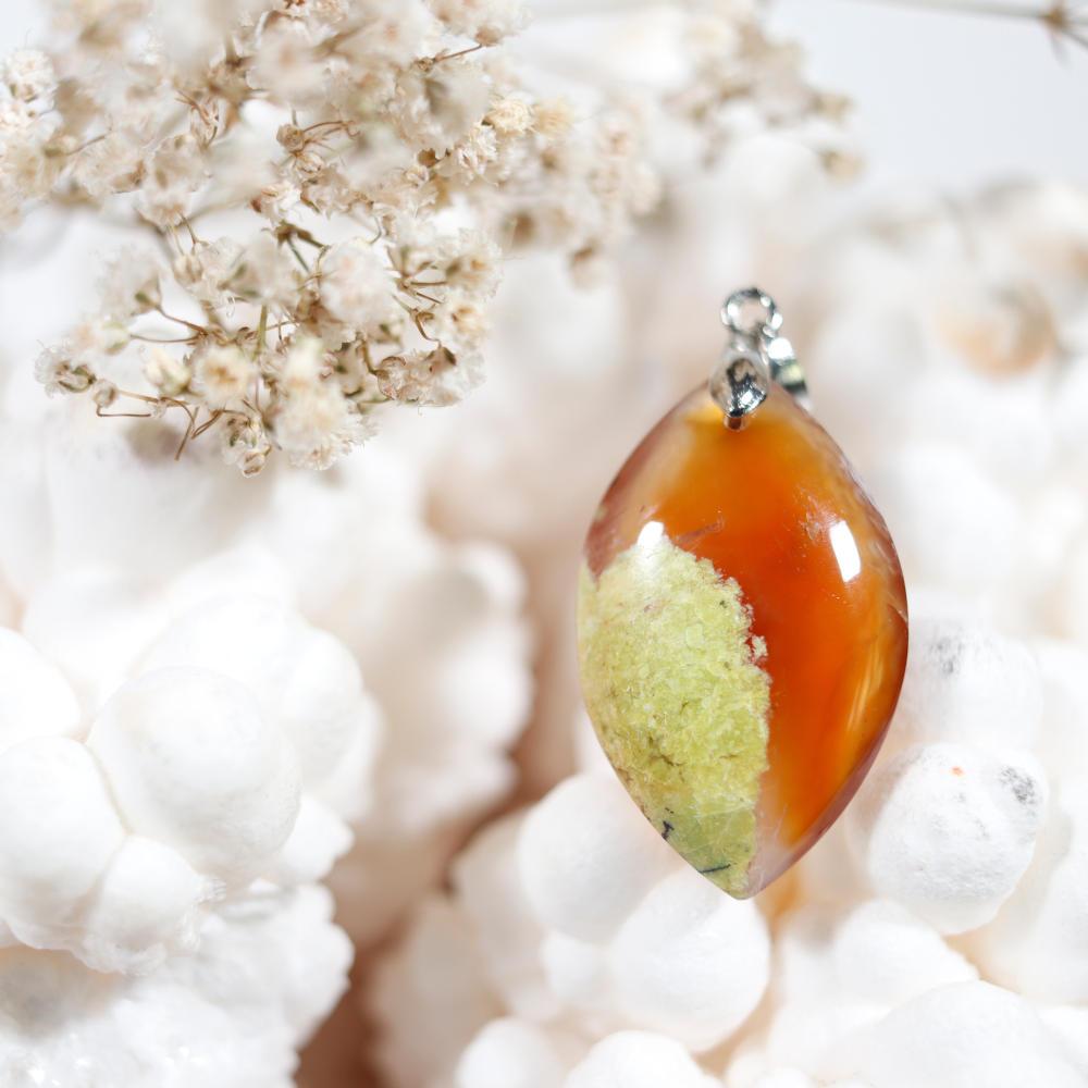 Pendentif en opale cornaline