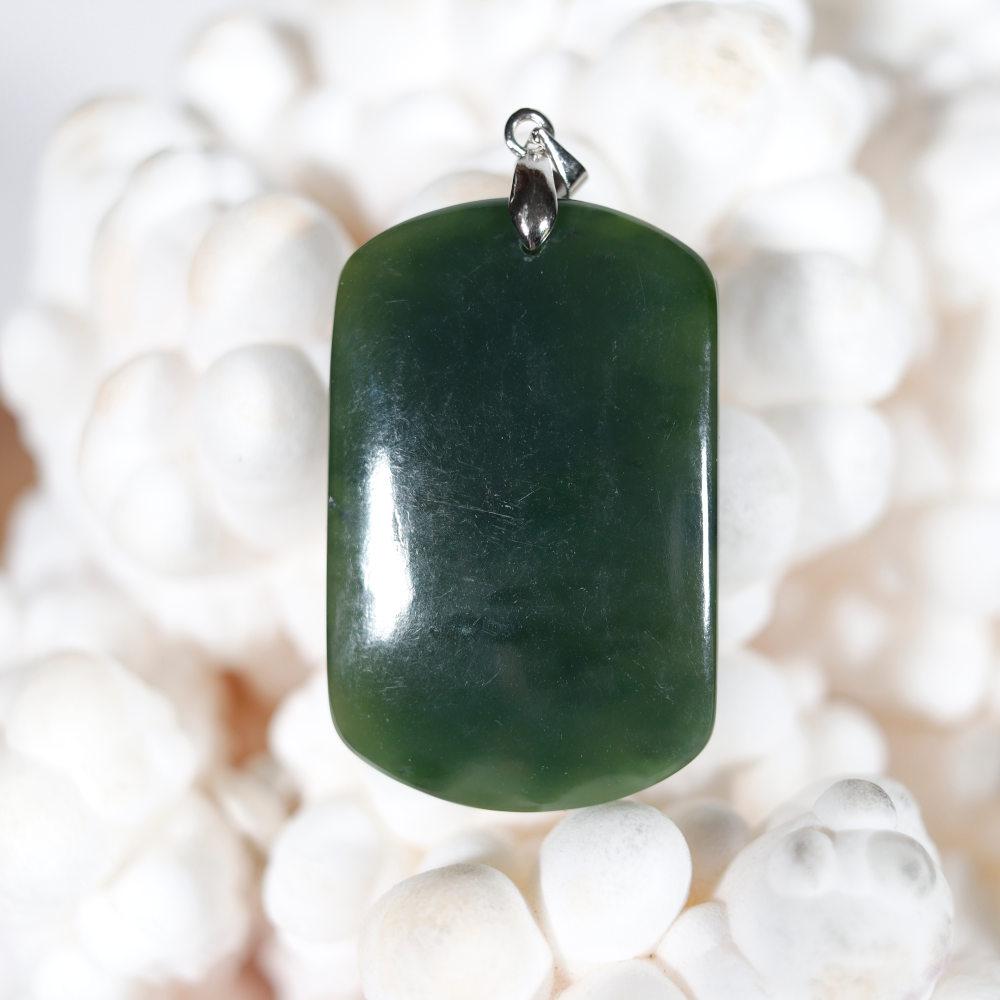 Modèle 1, pendentif en jade néphrite