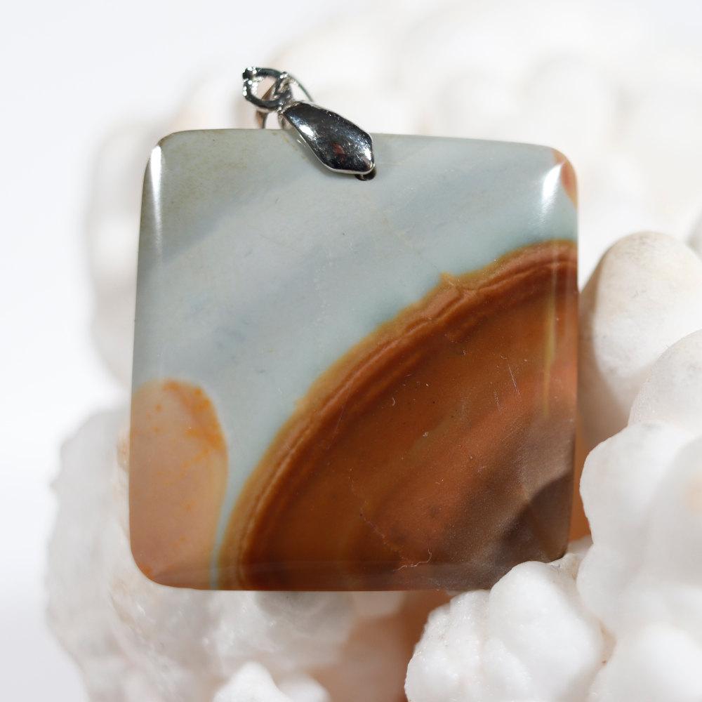Modèle 5 de pendentif en jaspe polychrome