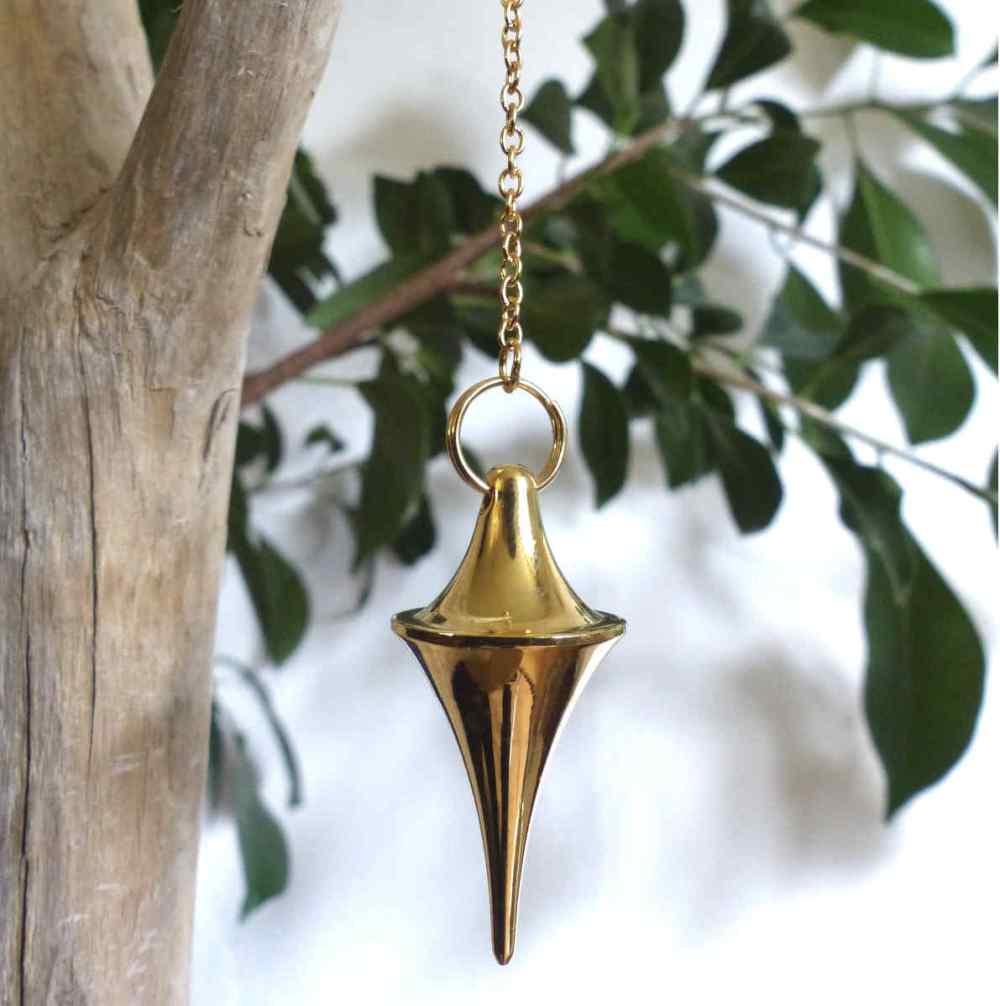 Pendule en forme de grand cône doré