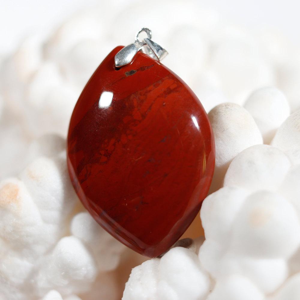 Modèle 2 de pendentif en jaspe rouge
