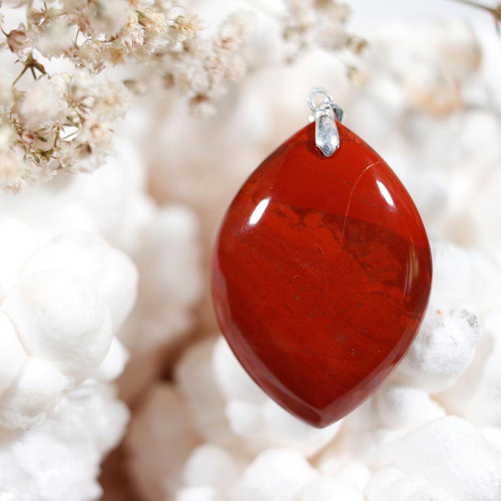 Pendentif en jaspe rouge
