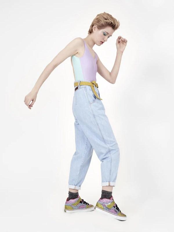 jeans claro com pregas