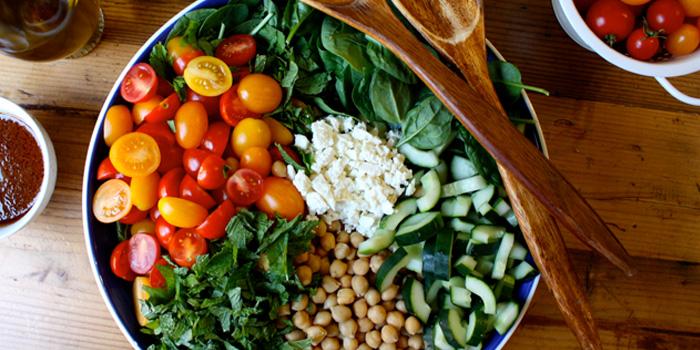 Salade d'épinards, pois chiches et quinoa