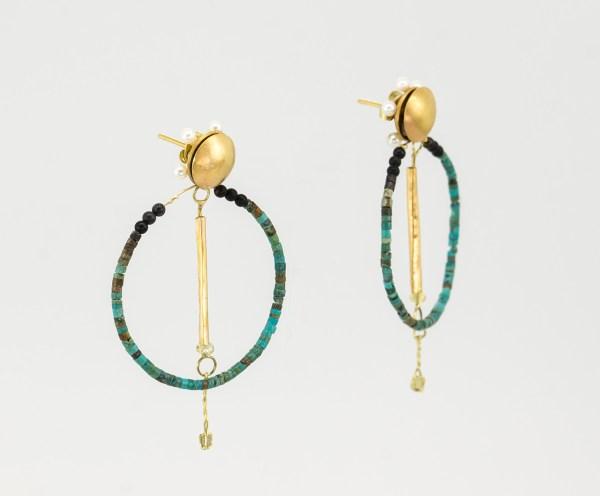 Pendientes oro diamantes, turquesa y perlas de Marcus Teipel. contemporary jewelry. art in jewelry. Jewelry design Joyería Barcelona
