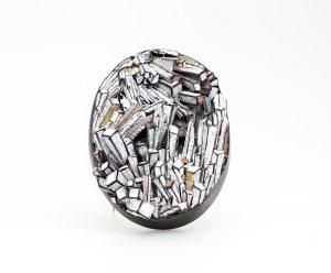 Brooch. Broche de papel y plata. escultura pequeña.