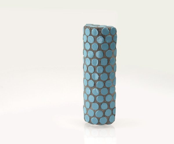 Broche Azul. Pilar azul. Arte Barcelona. contemporary jewelry. art in jewelry. Kunstschmuck. 當代珠寶。 珠寶中的藝術。現代的なジュエリー。 ジュエリーのアート。