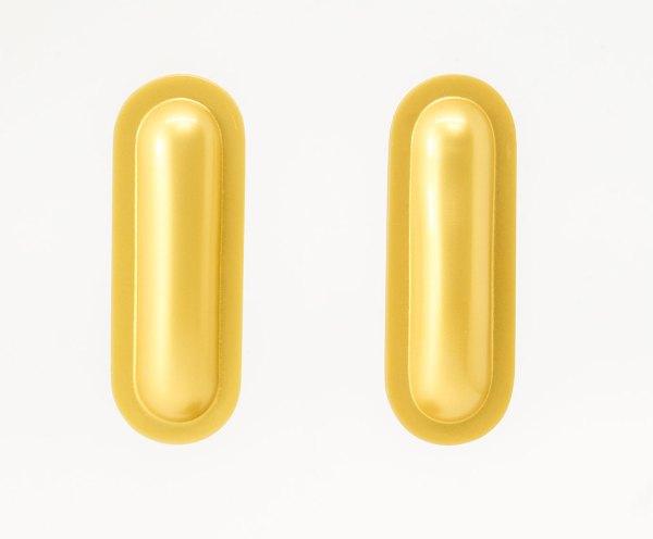 Pendientes grandes de celulosa dorado y marfíl. Ignasi cavaller. Arte Barcelona. contemporary jewelry. art in jewelry. 當代珠寶。 珠寶中的藝術。現代的なジュエリー。 ジュエリーのアート。