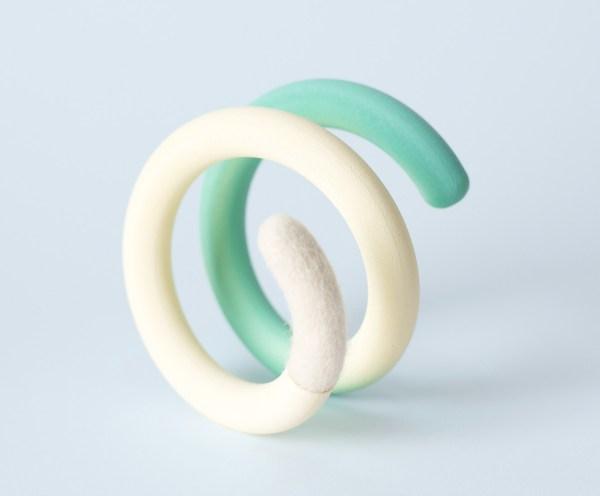 Bracelet. Brazalete. Pulsera. 3D. Lana cruda. Nylon, car paint and natural wool felt.