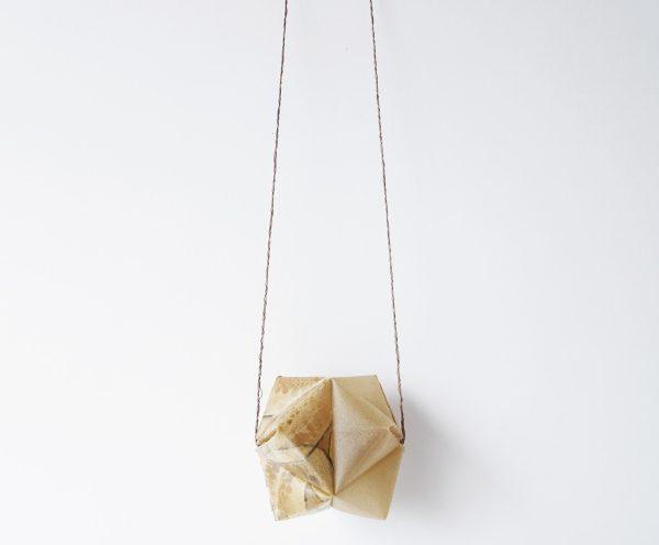 Colgante biodegradable. Jewelry design. Bioplástico. Joyería Barcelona. Joyas de diseño.