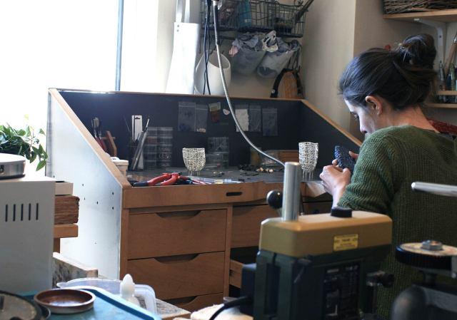 Jewelery in her studio _ Artist in Studio. Grecia. Jewelry_ Jewelry design. Diseño Barcelona. designer jewelry. デザイナージュエリー . Bijoux de créateurs. Designerschmuck