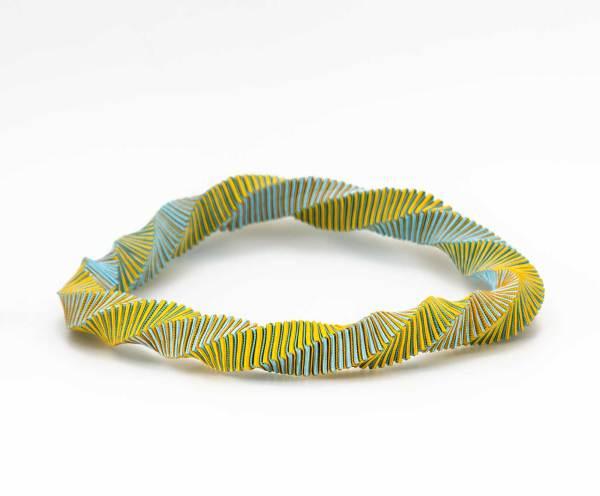 Collar guirnalda , Joyería Barcelona. Collar Textil