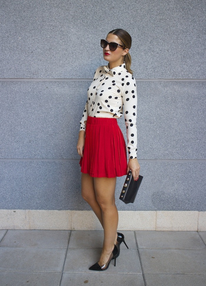 falda plisada camisa corazones compañia fantastica amaras la moda chloe borel zapatos 3