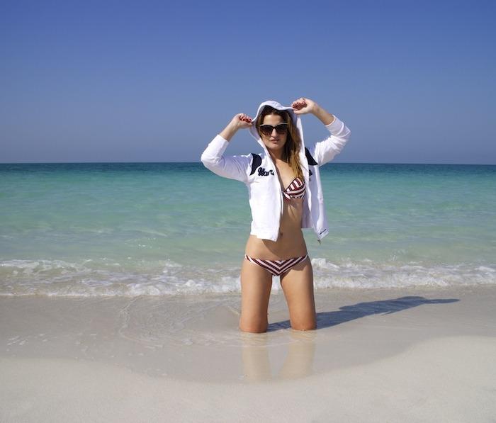 saadyat beach abu dhabi moschino amaras la moda. 6