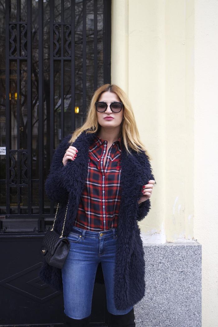 Paula Fraile amaras la moda over the knee boots la redoute shirt chanel bag.7