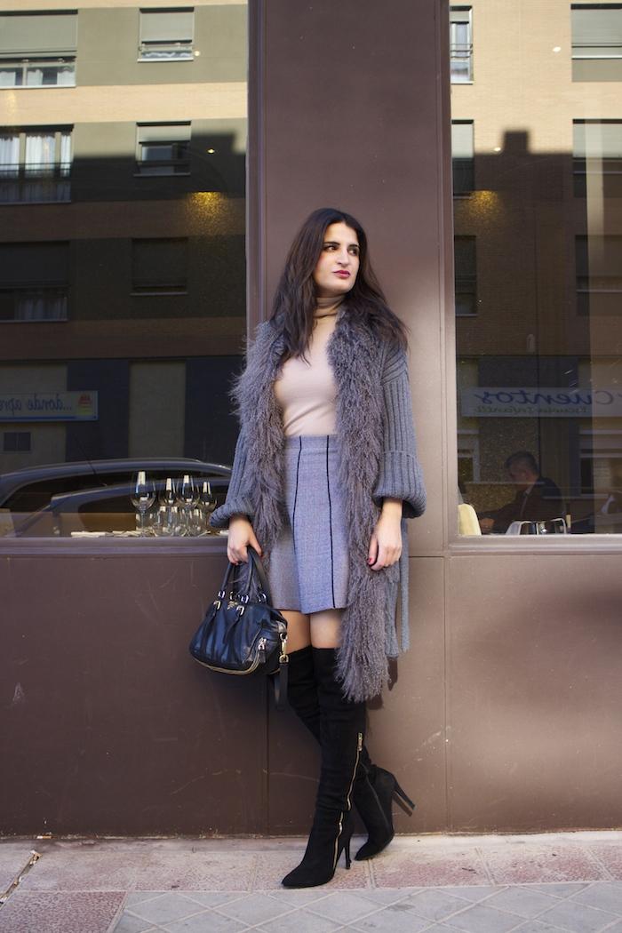 dolce and gabanna coat prada bag zara skirt over the knee boots paula fraile amaras la moda9